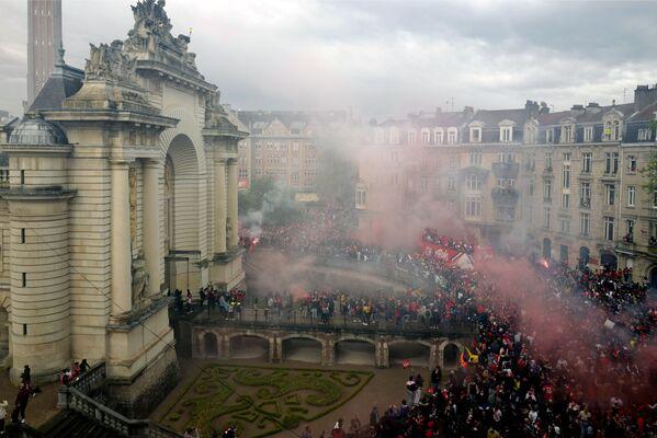 Los jugadores del Lille saludan a sus hinchas tras ganar el Campeonato de Francia de Fútbol (Ligue 1) en Lille, Francia. - Sputnik Mundo