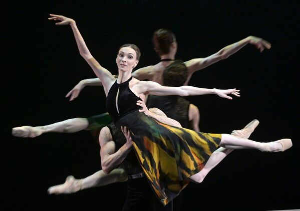 Una bailarina durante los ensayos de un espectáculo del Teatro Bolshoi, en Moscú, Rusia.  - Sputnik Mundo