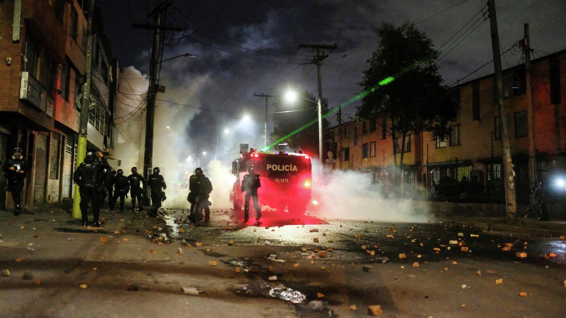 La Policía colombiana durante las protestas en Bogotá - Sputnik Mundo, 1920, 29.05.2021