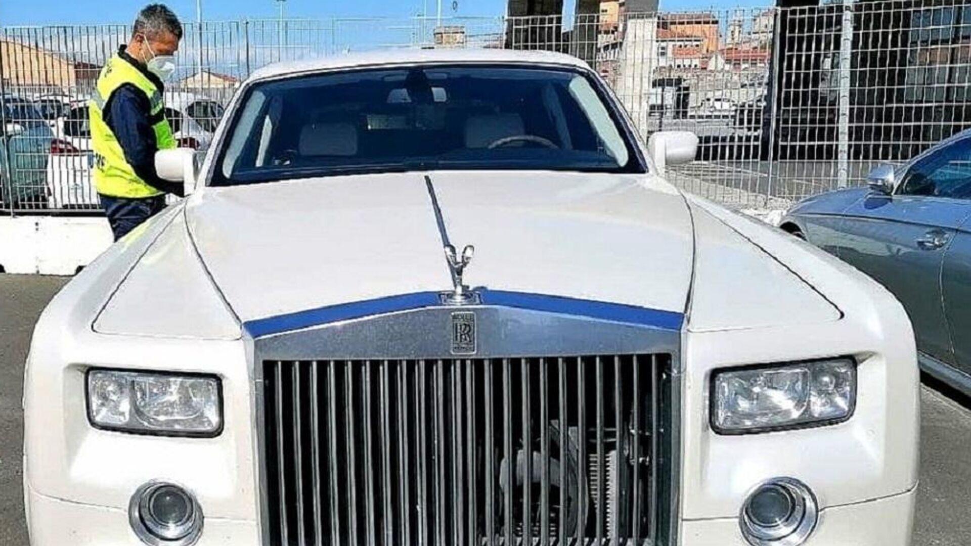 La Guardia di Finanza de Livorno y la Agencia de Aduanas y Monopolios de italia incautan un Rolls-Royce por estar tapizado con piel de cocodrilo - Sputnik Mundo, 1920, 30.05.2021