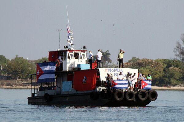 Unos jóvenes cubanos en la provincia de Cienfuegos realizan regata para condenar bloqueo de EEUU a Cuba - Sputnik Mundo