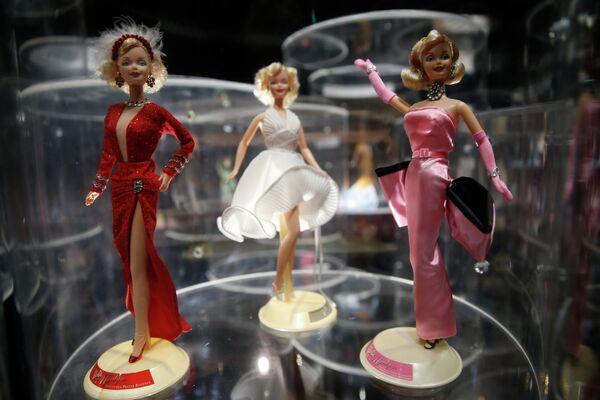 Si bien se sabe que fue la actriz Jayne Mansfield quien inspiró a los creadores de la muñeca Barbie, hoy en día, muchos creen que fue nada más y nada menos que Marilyn. - Sputnik Mundo