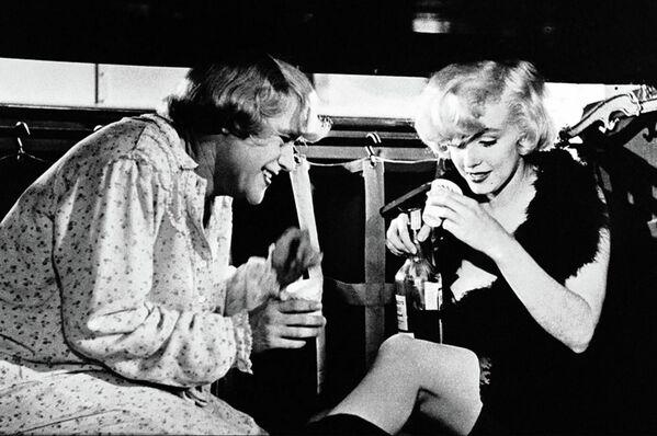 Monroe nunca tuvo honorarios millonarios. Por ejemplo, por su papel de Josephine en 'Some Like It Hot' (1959) le pagaron 300.000 dólares, una cifra récord para ella. A modo de comparación, Elizabeth Taylor cobró un millón de dólares por interpretar a la reina egipcia Cleopatra en 1963. - Sputnik Mundo