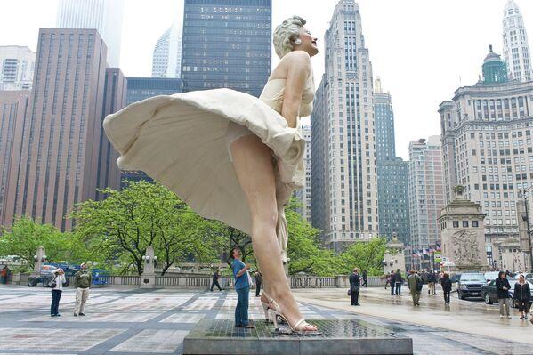 Esta estatua de Monroe de 17 toneladas se trasladó desde Chicago a Palm Springs, pues los vecinos de la ciudad consideraron que se veía demasiado atrevida. Hasta la fecha, el monumento se encuentra en una gira por el país. - Sputnik Mundo