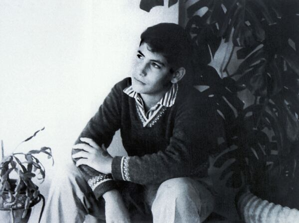 El primer ministro de Israel, Benjamín Netanyahu, cuando era adolescente, 1964. - Sputnik Mundo