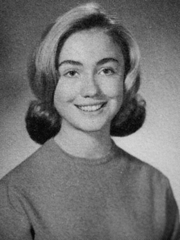 Una foto de la política y diplomática Hillary Clinton de su álbum escolar, 1965. - Sputnik Mundo