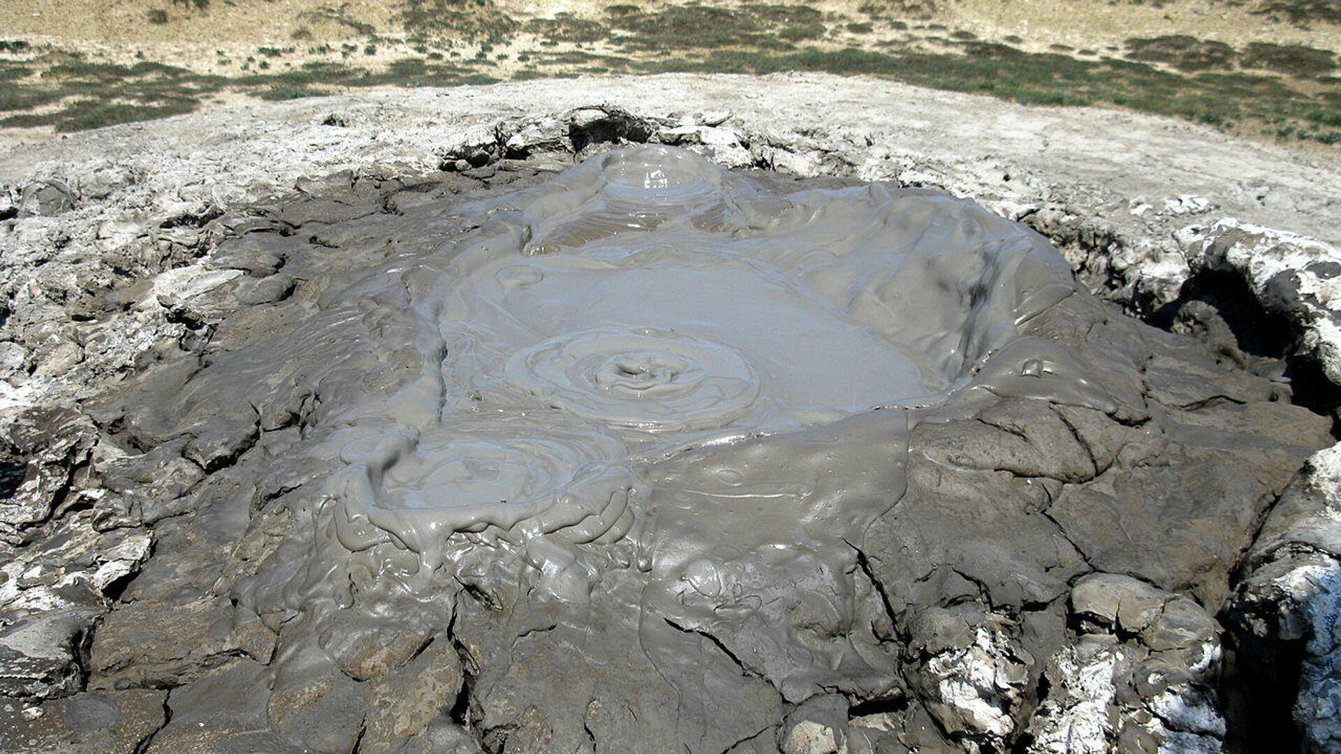 Un volcán de lodo (imagen referencial) - Sputnik Mundo, 1920, 01.06.2021