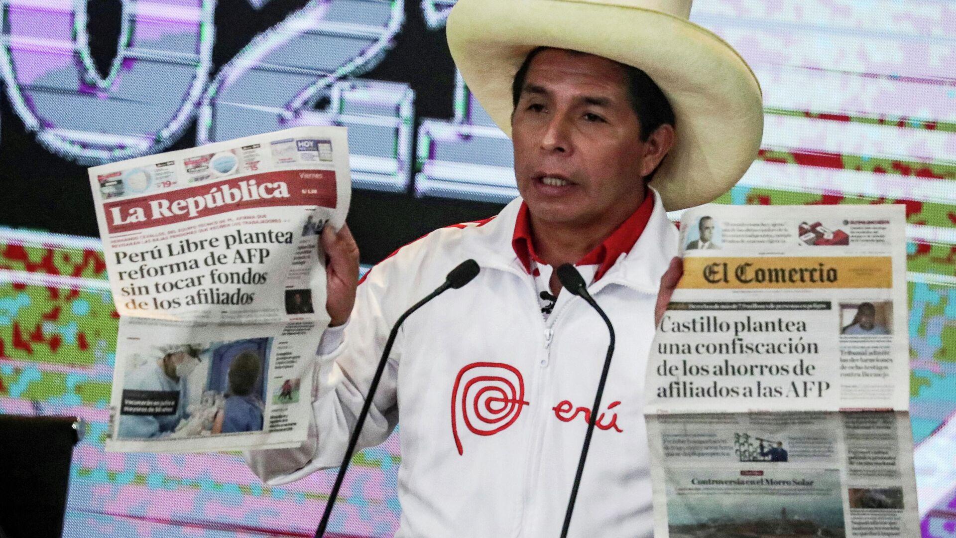 El candidato a la presidencia de Perú Pedro Castillo, en el debate con Keiko Fujimori - Sputnik Mundo, 1920, 01.06.2021
