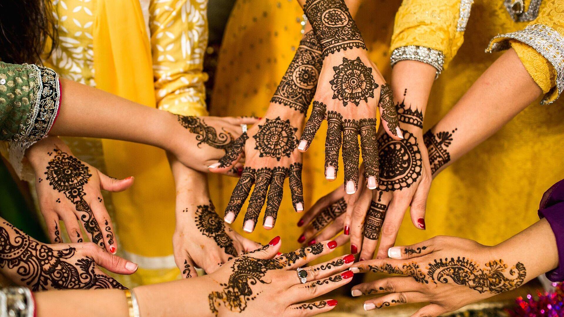 Imagen referencial de manos con henna - Sputnik Mundo, 1920, 02.06.2021