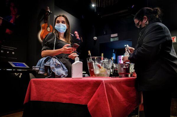 Entrada y cóctel previo en el tablao flamenco Cardamomo, del centro de Madrid - Sputnik Mundo