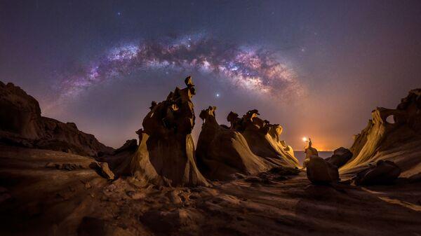 Снимок Night lovers фотографа Mohammad Hayati, ставший победителем конкурса 2021 Milky Way Photographer of the Year - Sputnik Mundo