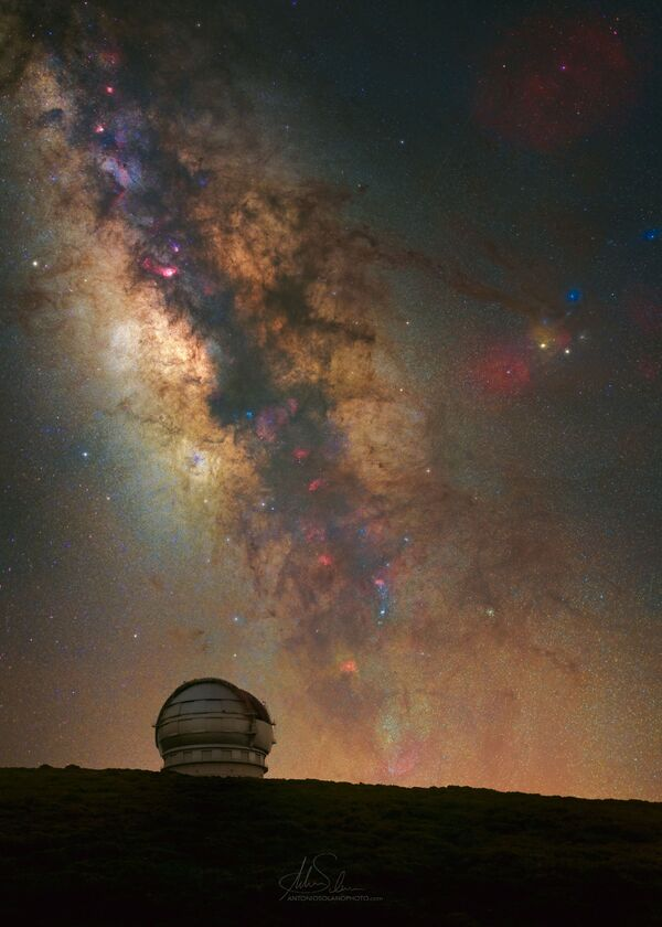 La foto GranTeCan, tomada por Antonio Solano, se registró desde el punto más alto de la isla de La Palma en la parte noroeste de las Islas Canarias (España). - Sputnik Mundo