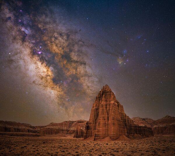Bryony Richards logró capturar la foto que bautizó Temple of the sun en el Parque Nacional Capitol Reef en Utah (EEUU). - Sputnik Mundo