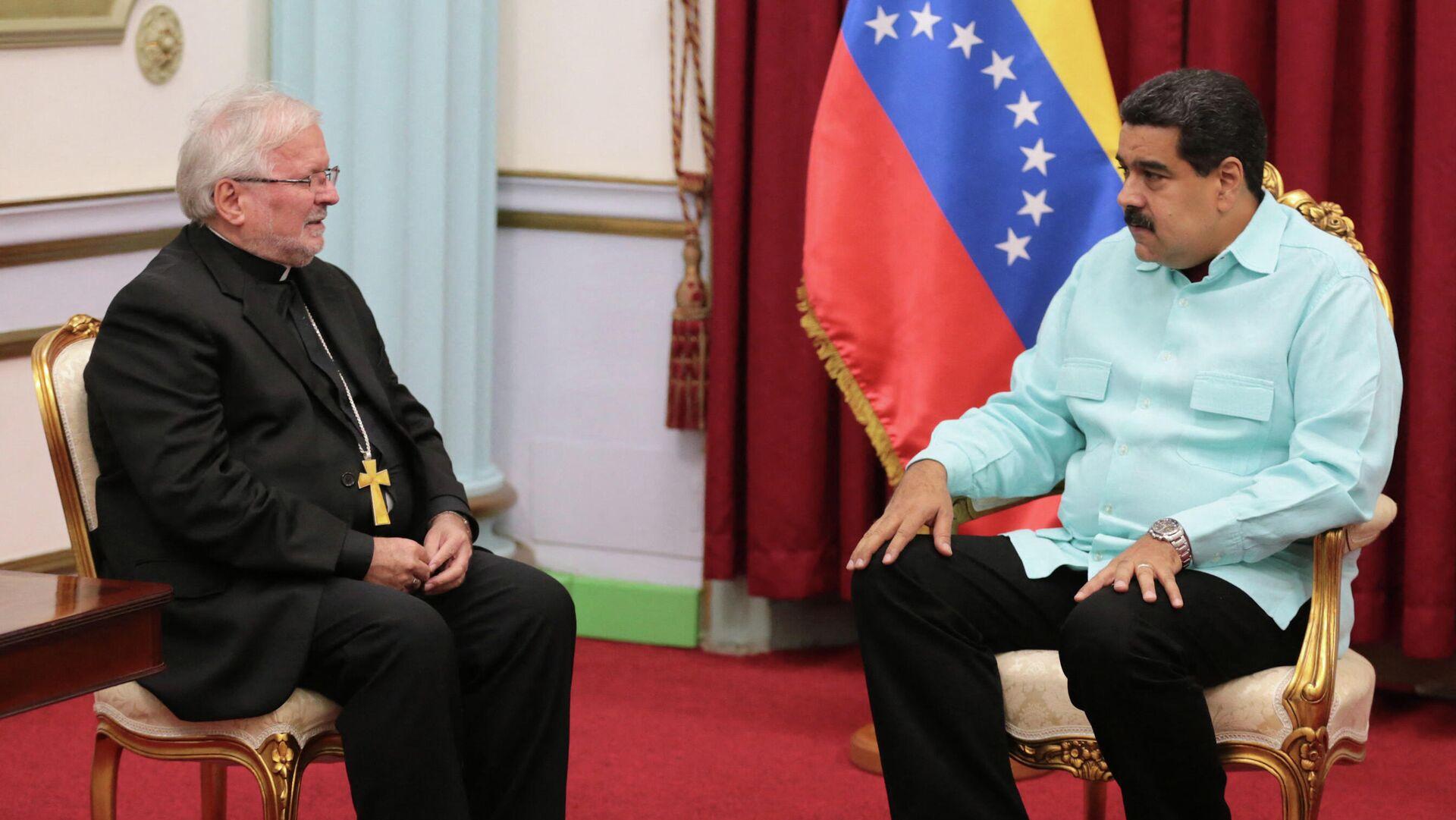 El nuncio apostólico, Aldo Giordano, junto al presidente de Venezuela, Nicolás Maduro - Sputnik Mundo, 1920, 02.06.2021