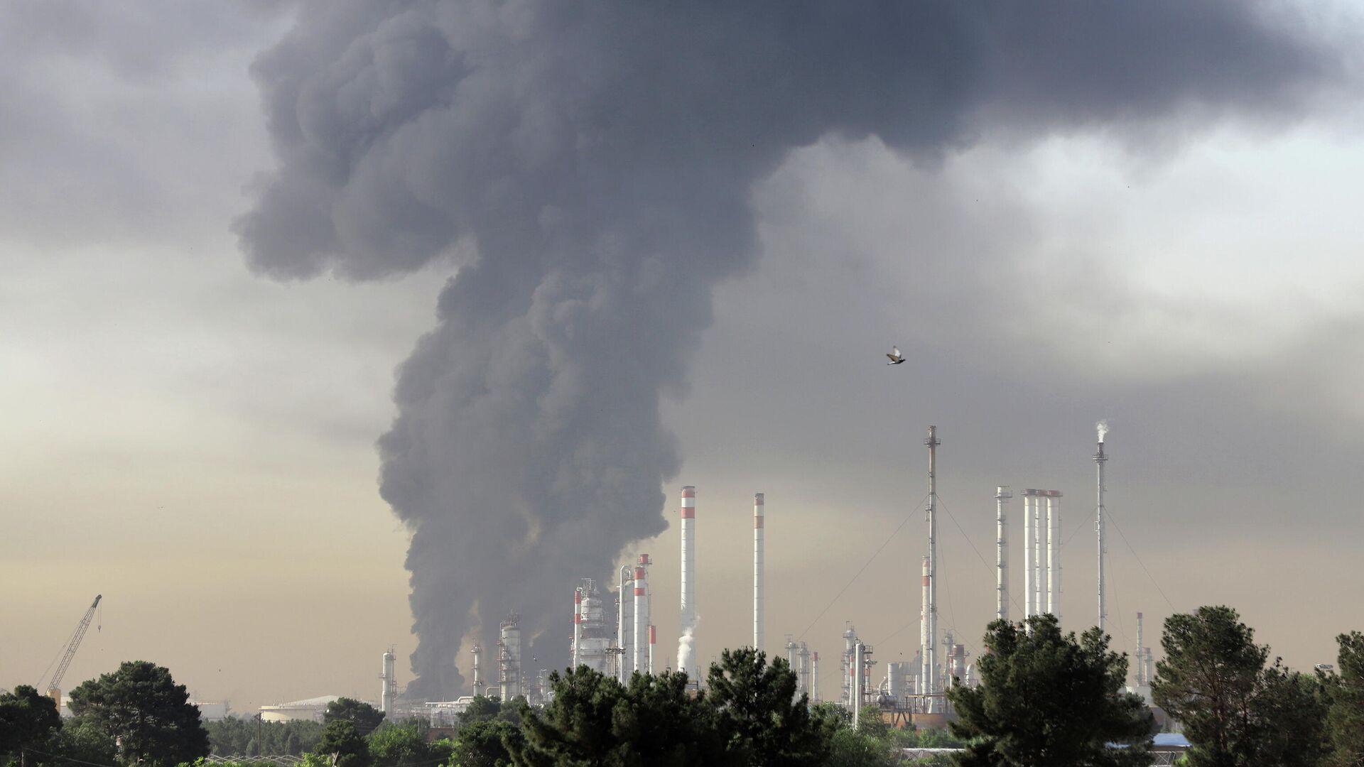 Incendio en una refinería de petróleo del sur de Teherán - Sputnik Mundo, 1920, 03.06.2021