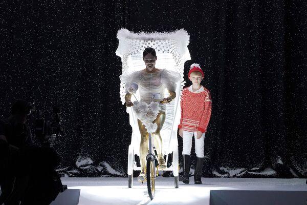 La presentación de la colección otoño/invierno de Jean Paul Gaultier en París, 2017.  - Sputnik Mundo