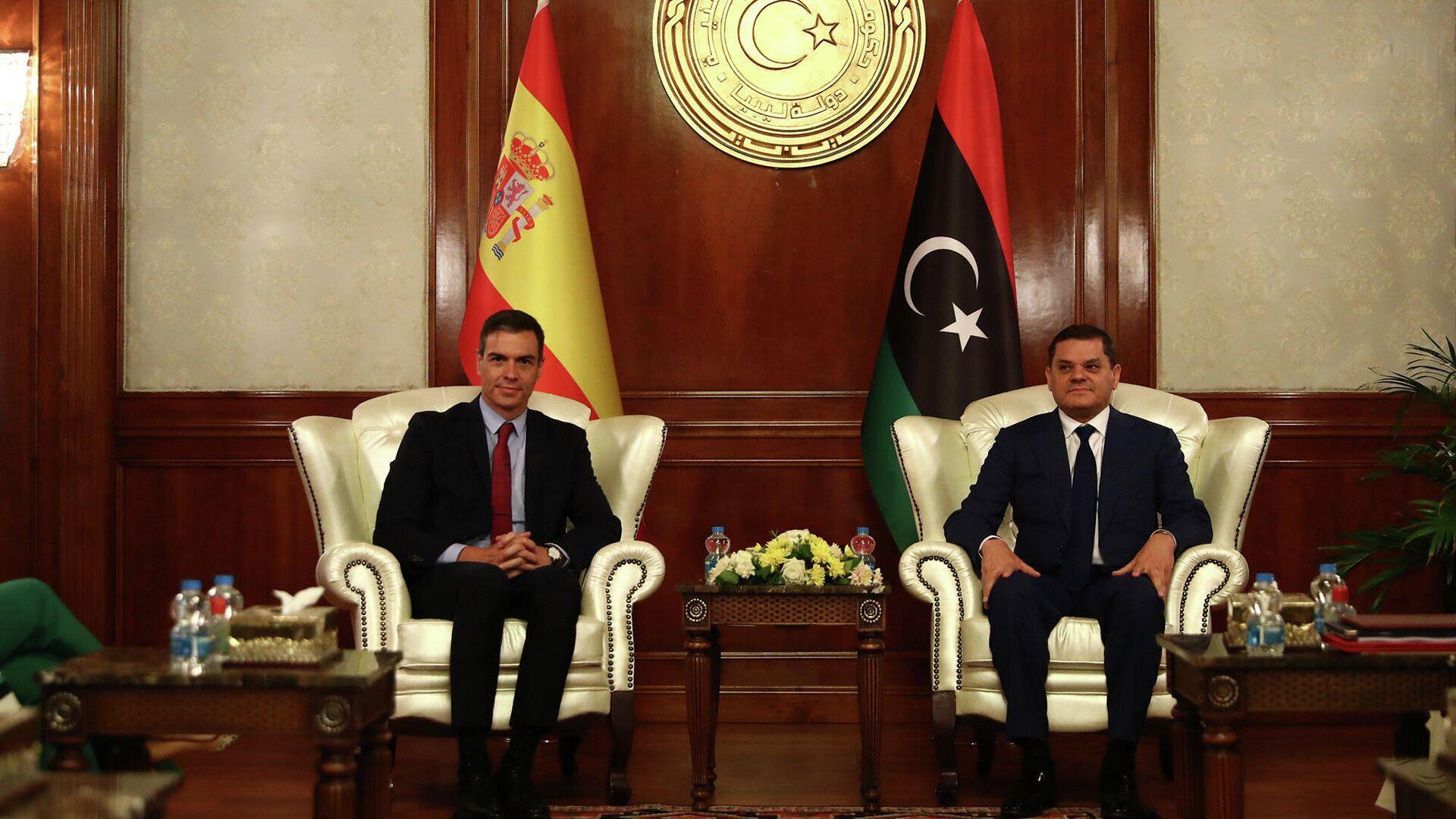 El presidente del Gobierno, Pedro Sánchez, durante la reunión que ha mantenido con el primer ministro de Libia, Abdulhamid Dbeibah - Sputnik Mundo, 1920, 03.06.2021