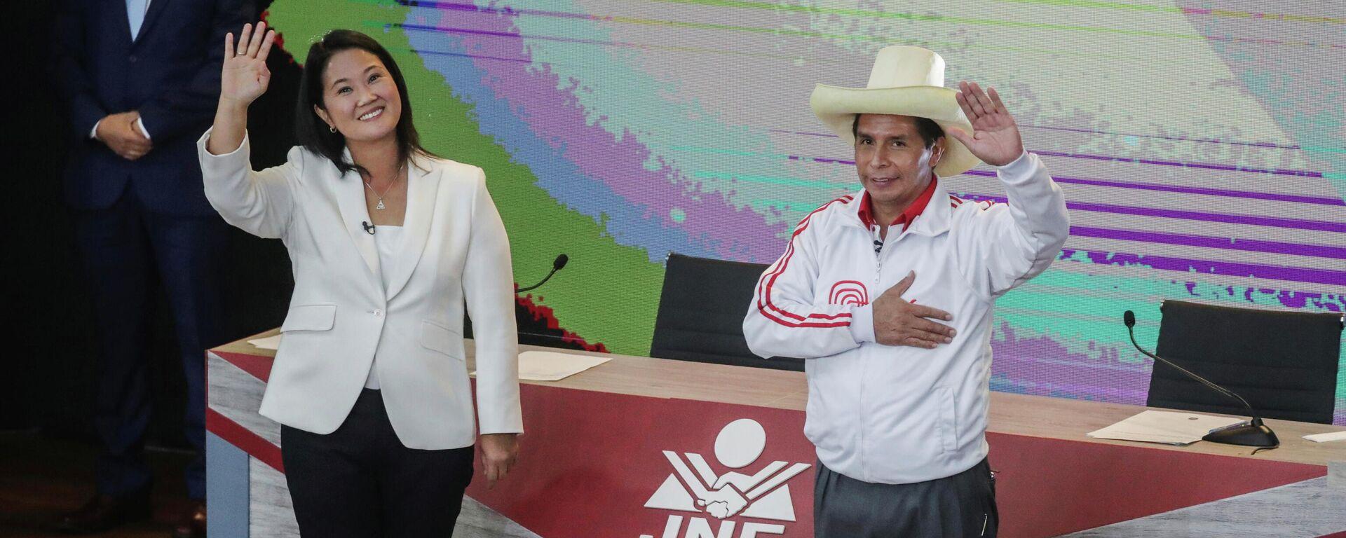 Los candidatos Keiko Fujimori (Fuerza Popular, derecha) Y Pedro Castillo (Perú Libre, izquierda) - Sputnik Mundo, 1920, 06.06.2021