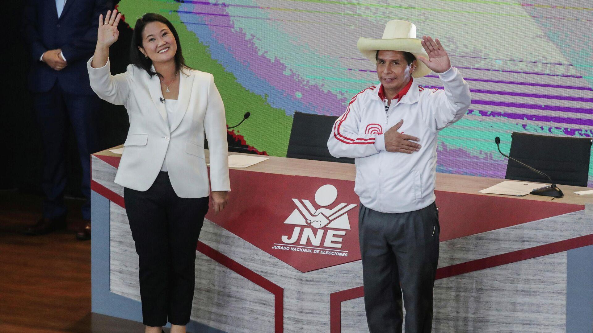 Los candidatos Keiko Fujimori (Fuerza Popular, derecha) Y Pedro Castillo (Perú Libre, izquierda) - Sputnik Mundo, 1920, 03.06.2021