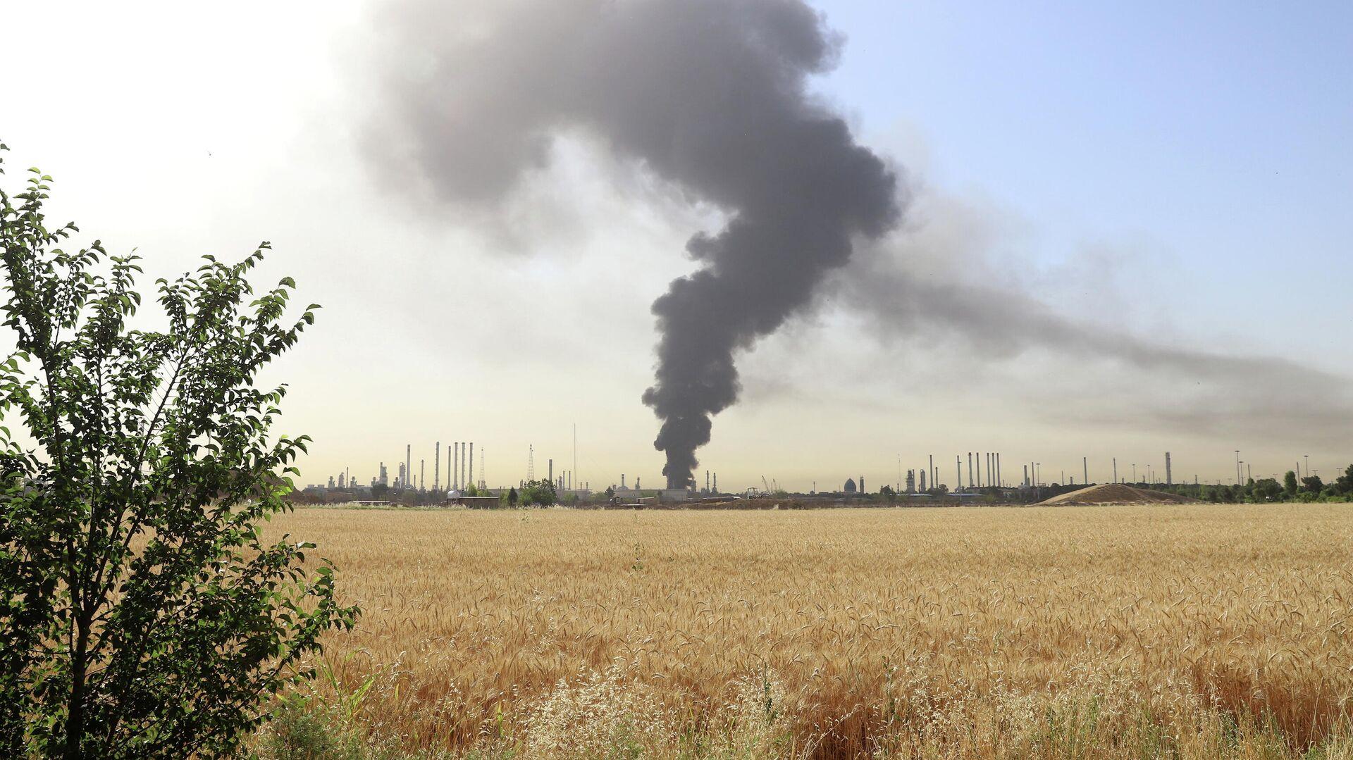 Incendio en una refinería en Teherán - Sputnik Mundo, 1920, 04.06.2021