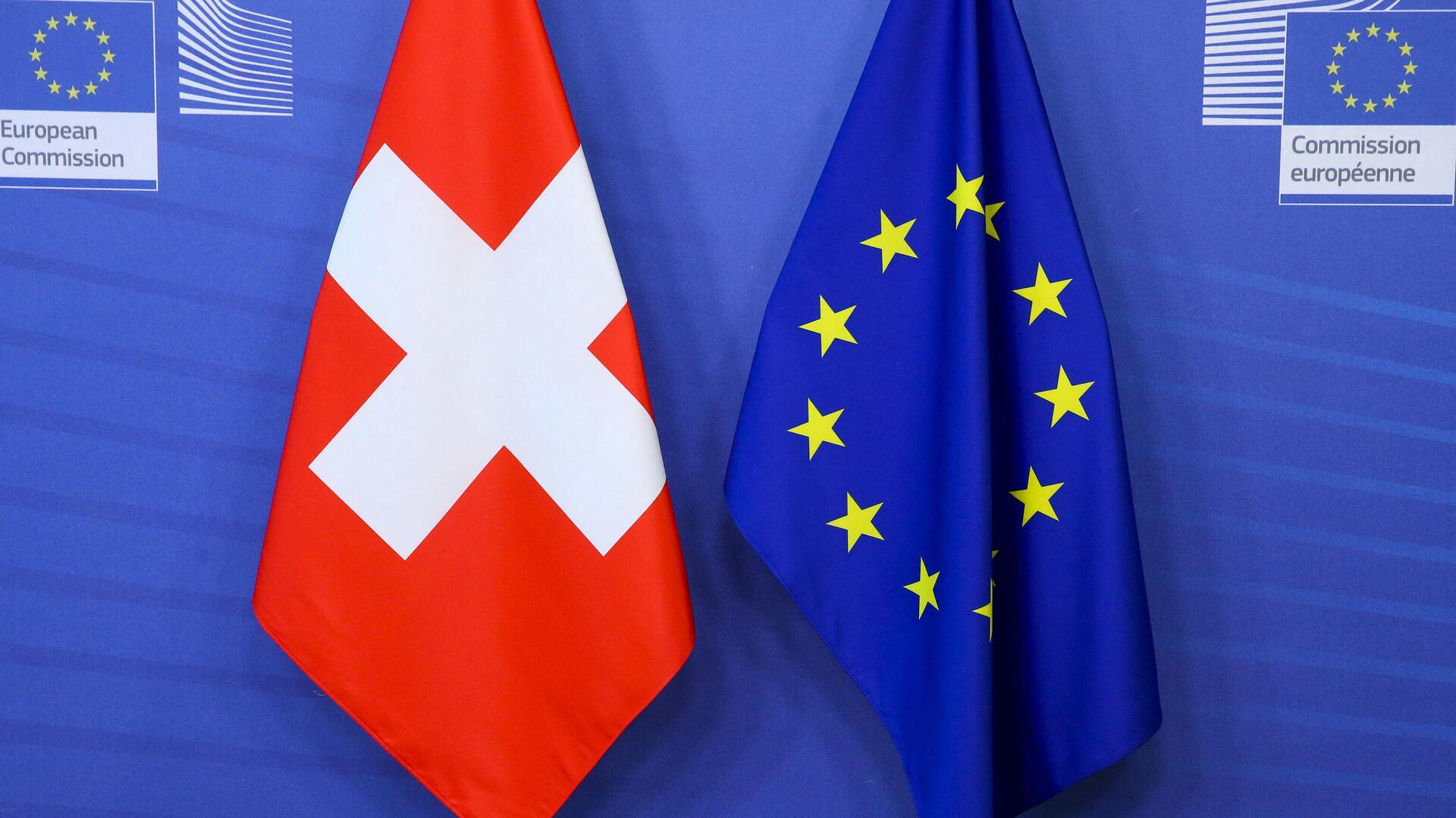 Banderas de Suiza y la UE - Sputnik Mundo, 1920, 04.06.2021