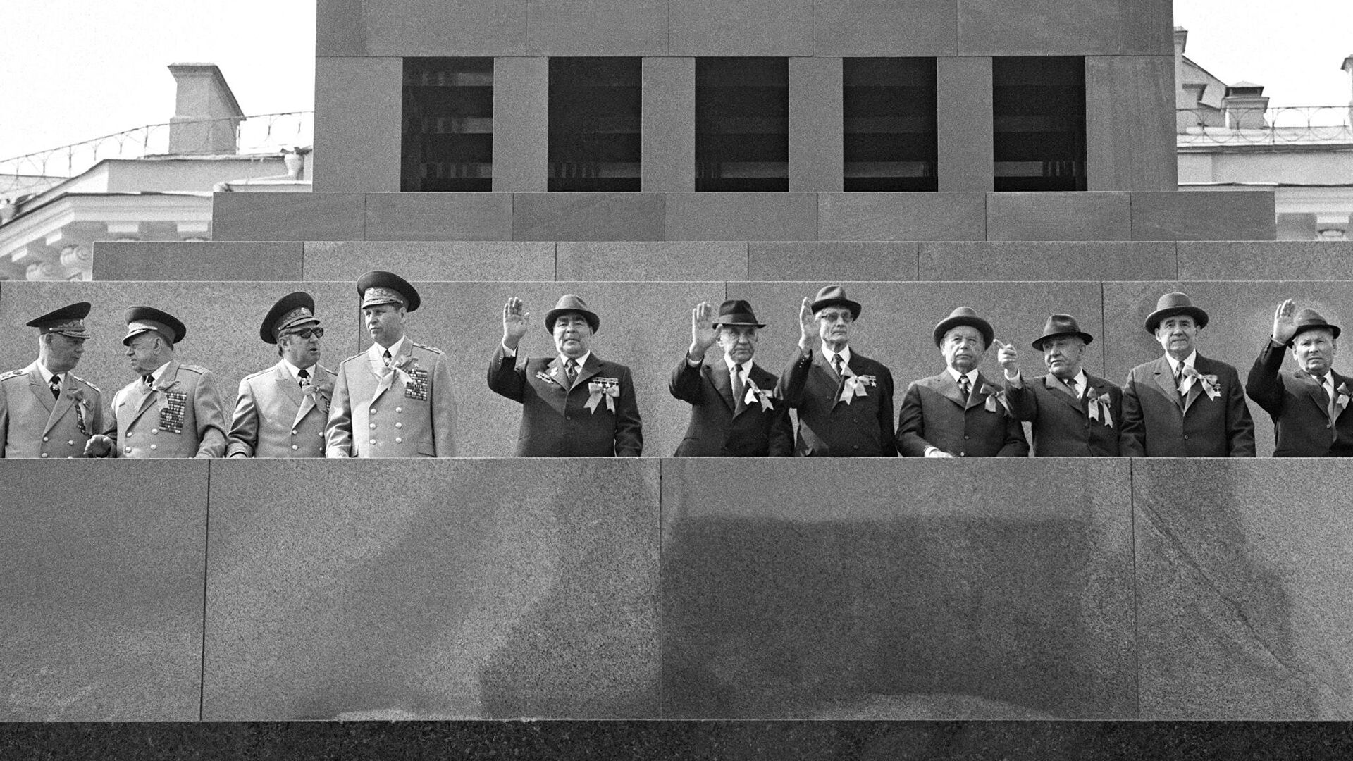 Los líderes del gobierno de URSS en la Plaza Roja de Moscú. - Sputnik Mundo, 1920, 05.06.2021