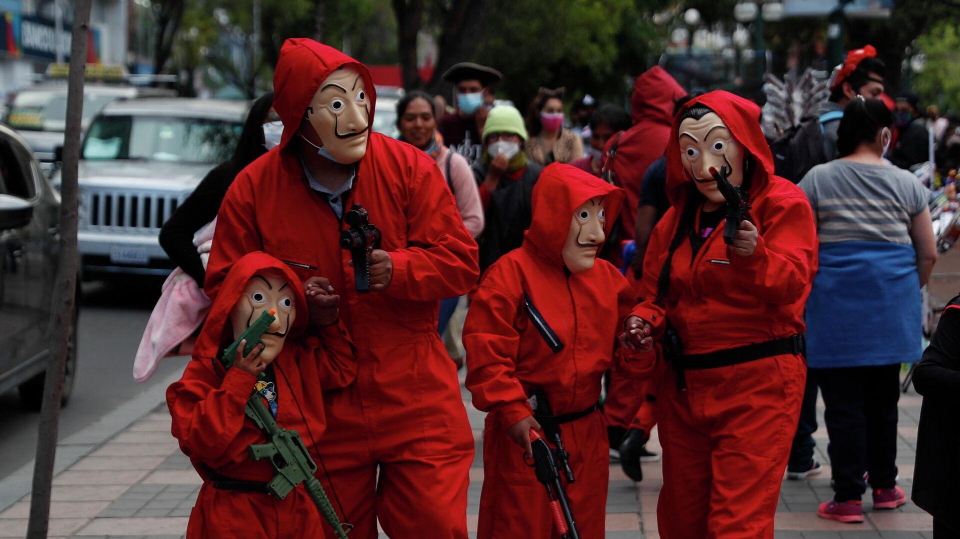 Una familia disfrazada de los personajes de La Casa del Papel en Bolivia - Sputnik Mundo, 1920, 05.06.2021
