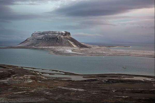 La foto de Vladímir Melnik En el estrecho de Eyra. Archipiélago Tierra de Francisco José 2018 ganó en la categoría archivo vivo. - Sputnik Mundo