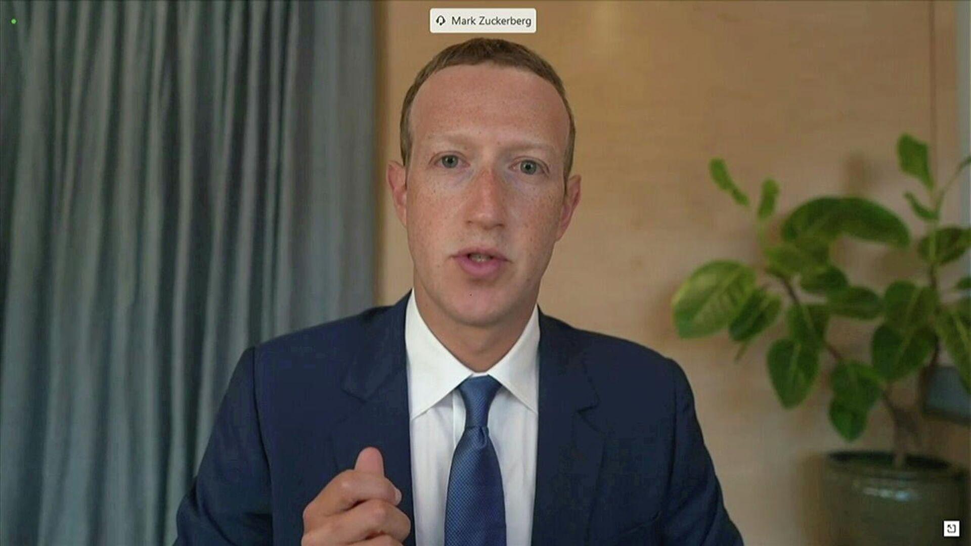 Mark Zuckerberg, director ejecutivo de Facebook, durante una videoconferencia el noviembre 2020 - Sputnik Mundo, 1920, 05.06.2021