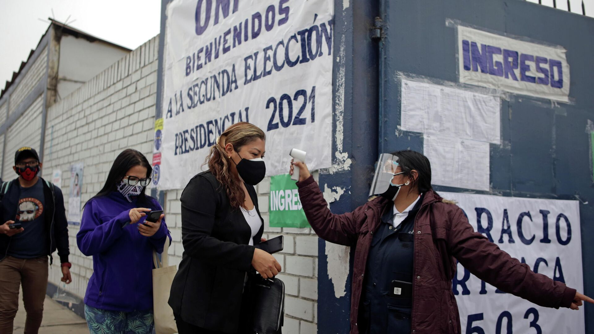 Los peruanos acuden a votar en Lima, el 6 de junio de 2021 - Sputnik Mundo, 1920, 06.06.2021