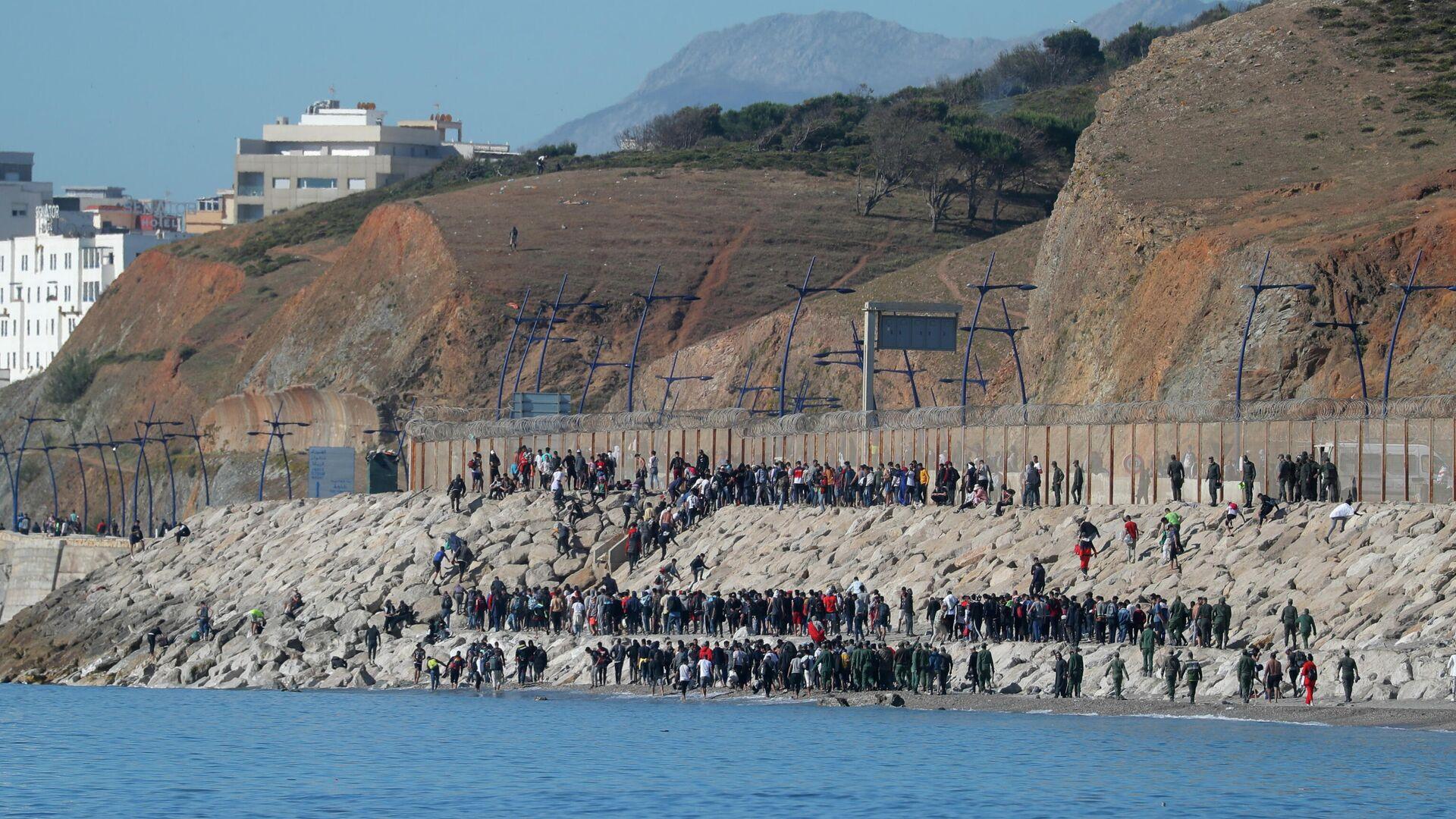 Migrantes marroquíes en la frontera con España - Sputnik Mundo, 1920, 07.06.2021
