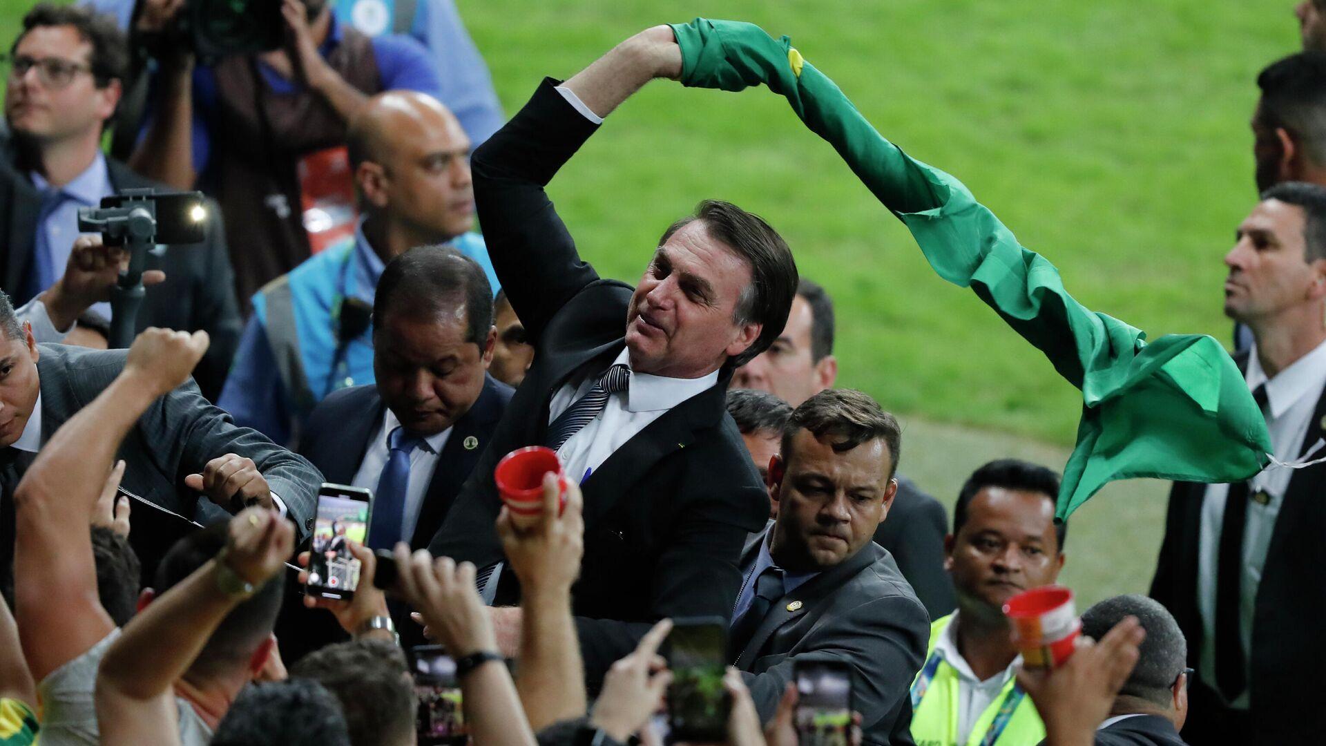 El presidente de Brasil,. Jair Bolsonaro, celebra el título de la Copa América 2019 tras el triunfo de Brasil - Sputnik Mundo, 1920, 07.06.2021