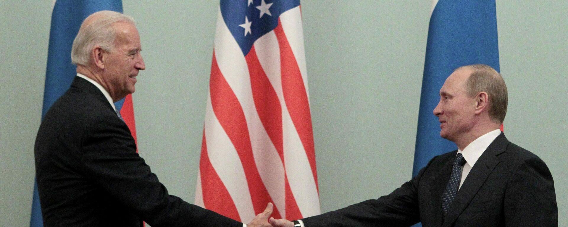 El presidente de Rusia, Vladímir Putin, con su homólogo estadounidense, Joe Biden (archivo) - Sputnik Mundo, 1920, 08.06.2021