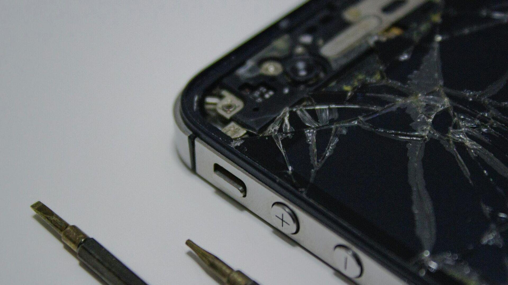 Reparación de un iPhone - Sputnik Mundo, 1920, 08.06.2021