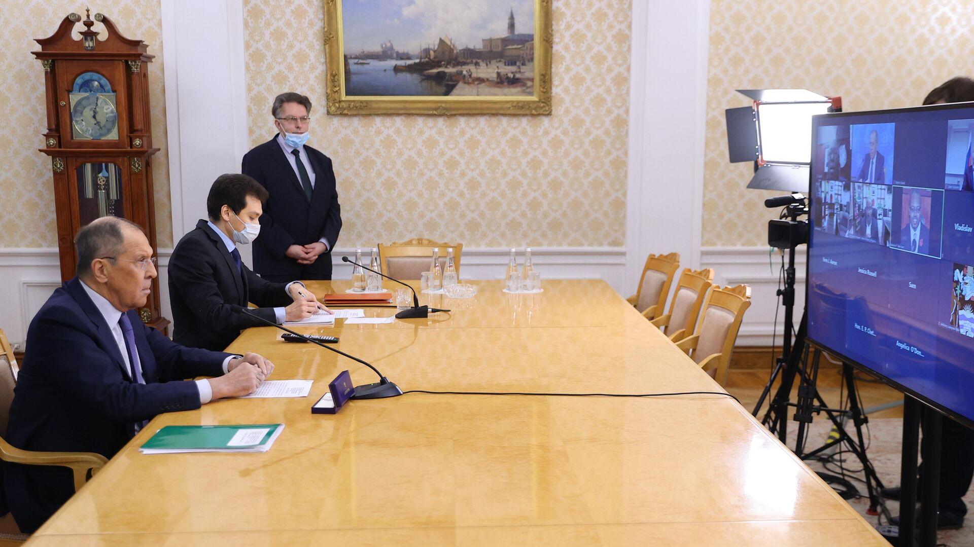 Serguéi Lavrov, canciller ruso, durante la firma del tratado entre Rusia y Antigua y Barbuda - Sputnik Mundo, 1920, 08.06.2021