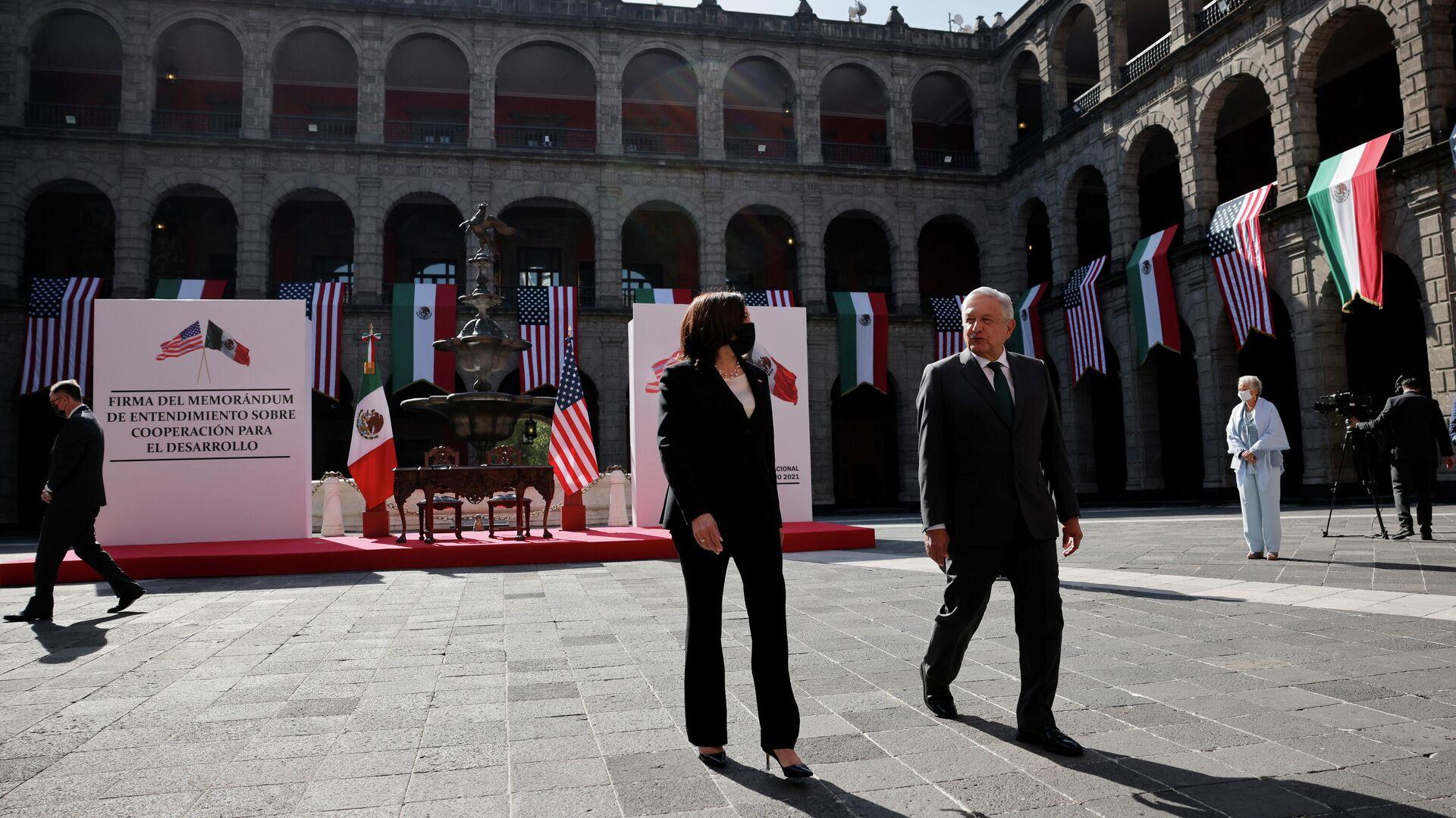 La vicepresidenta de EEUU, Kamala Harris, y el presidente de México, Andrés Manuel López Obrador - Sputnik Mundo, 1920, 08.06.2021