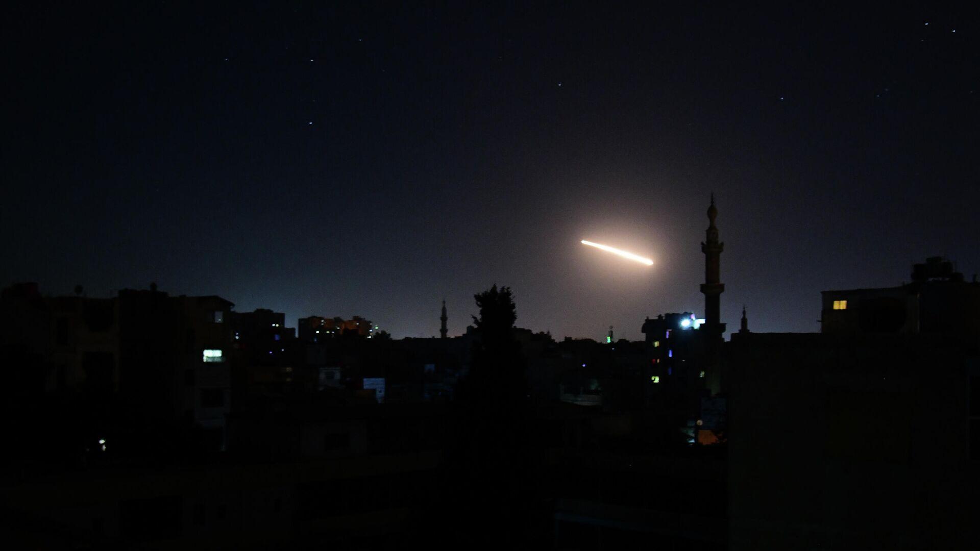 Sistemas antiaéreos sirios repeliendo un ataque sobre Damasco - Sputnik Mundo, 1920, 08.06.2021