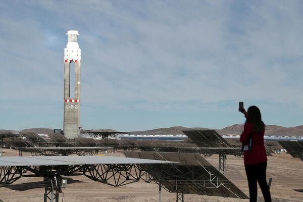 Piñera inaugura la primera planta de energía termosolar de Latinoamérica |  Videos, fotos - 08.06.2021, Sputnik Mundo