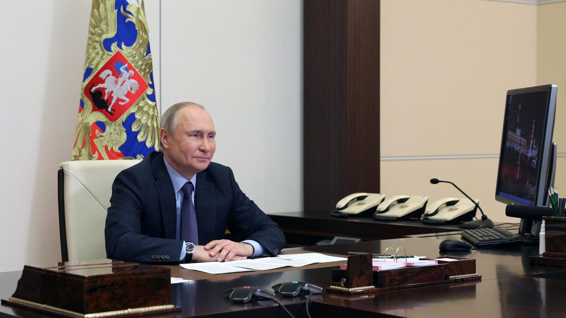 Vladímir Putin, el presidente de Rusia, participa en la ceremonia del inicio de la producción en la planta de gas de Amur por videoconferencia - Sputnik Mundo, 1920, 09.06.2021