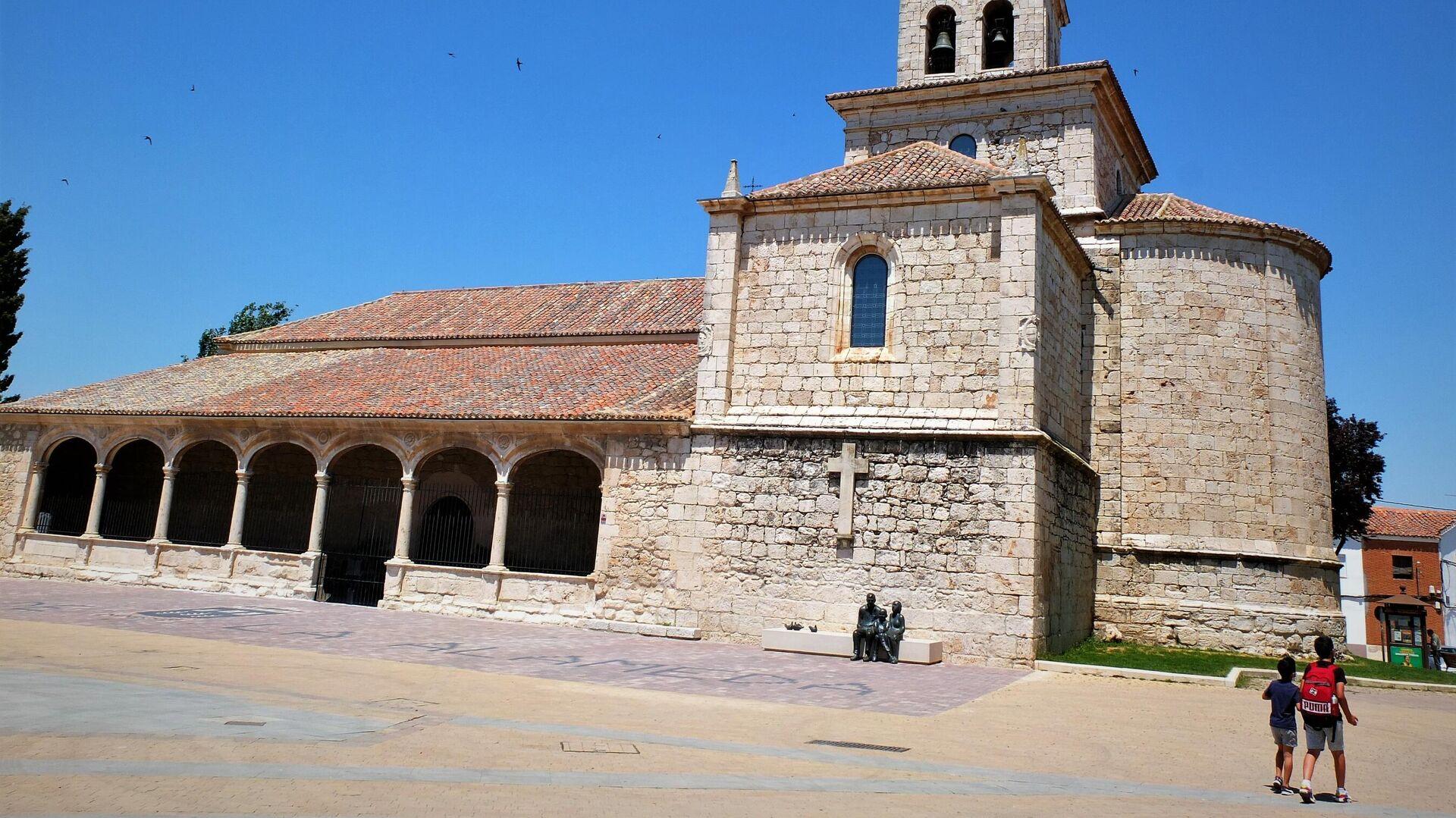 Iglesia de la Asunción, en la plaza principal de Torres de la Alameda (Madrid), localidad donde se ubicarán las placas solares - Sputnik Mundo, 1920, 09.06.2021