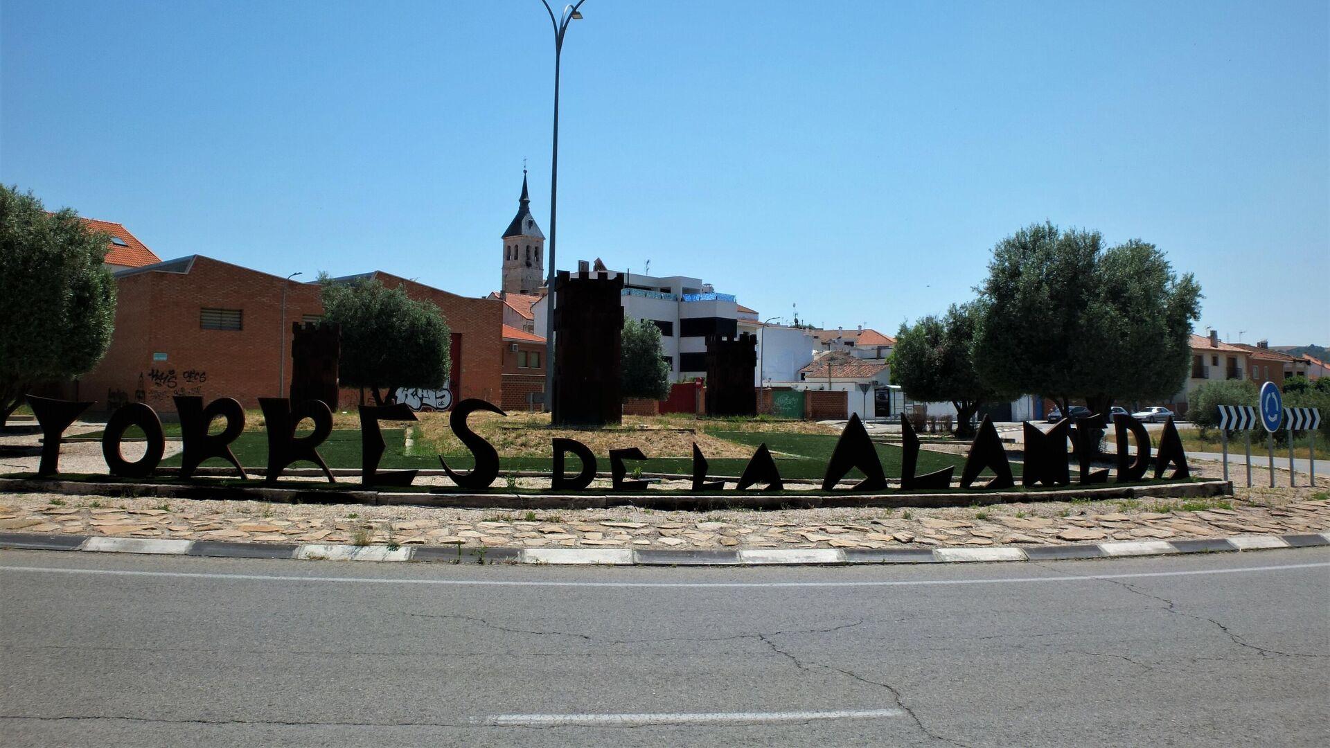 Rotonda a la entrada de Torres de la Alameda (Madrid), localidad donde se pretenden instalar las placas solares - Sputnik Mundo, 1920, 09.06.2021