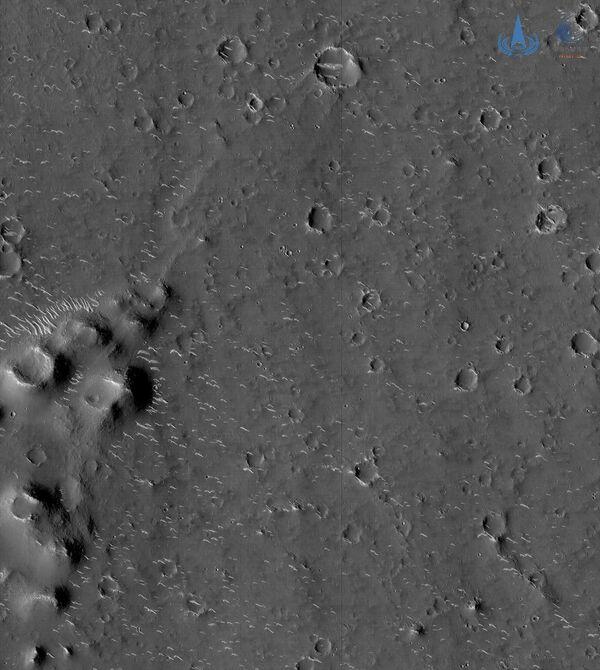 En esta foto registrada por Zhurong se puede observar la superficie de Marte. - Sputnik Mundo