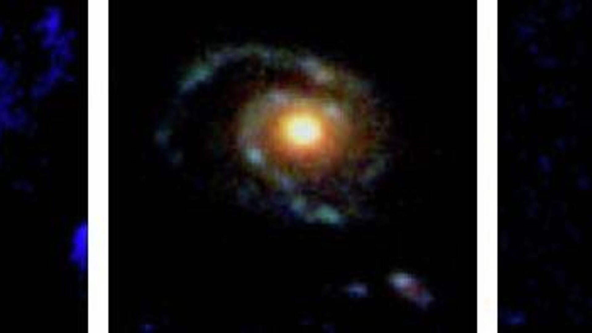 Dos galaxias de disco y una en espiral observadas en la lejanía - Sputnik Mundo, 1920, 11.06.2021