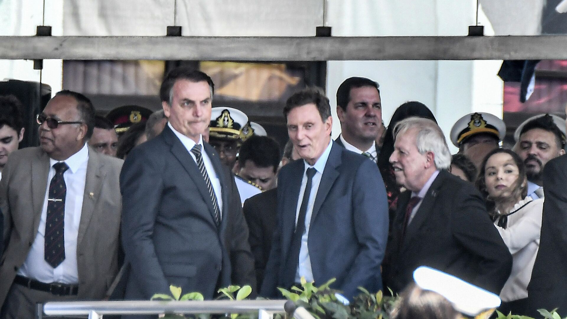 El presidente de Brasil, Jair Bolsonaro, y el exalcalde de Rio de Janeiro, Marcelo Crivella, durante un acto en 2019 - Sputnik Mundo, 1920, 11.06.2021