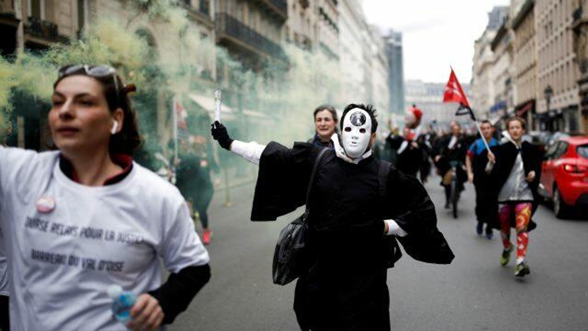 Una marcha nacional 'por las libertades y contra la extrema derecha' recorre París - Sputnik Mundo, 1920, 12.06.2021