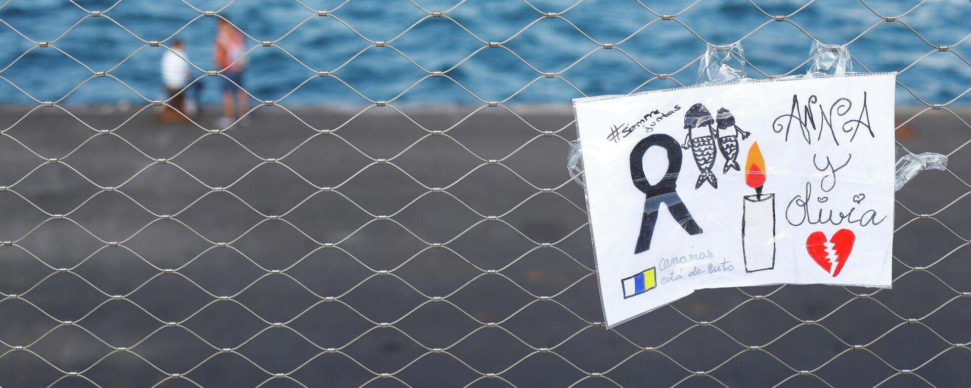 Un cartel colocado en una valla en memoria de las niñas desaparecidas en Tenerife, España - Sputnik Mundo, 1920, 14.06.2021