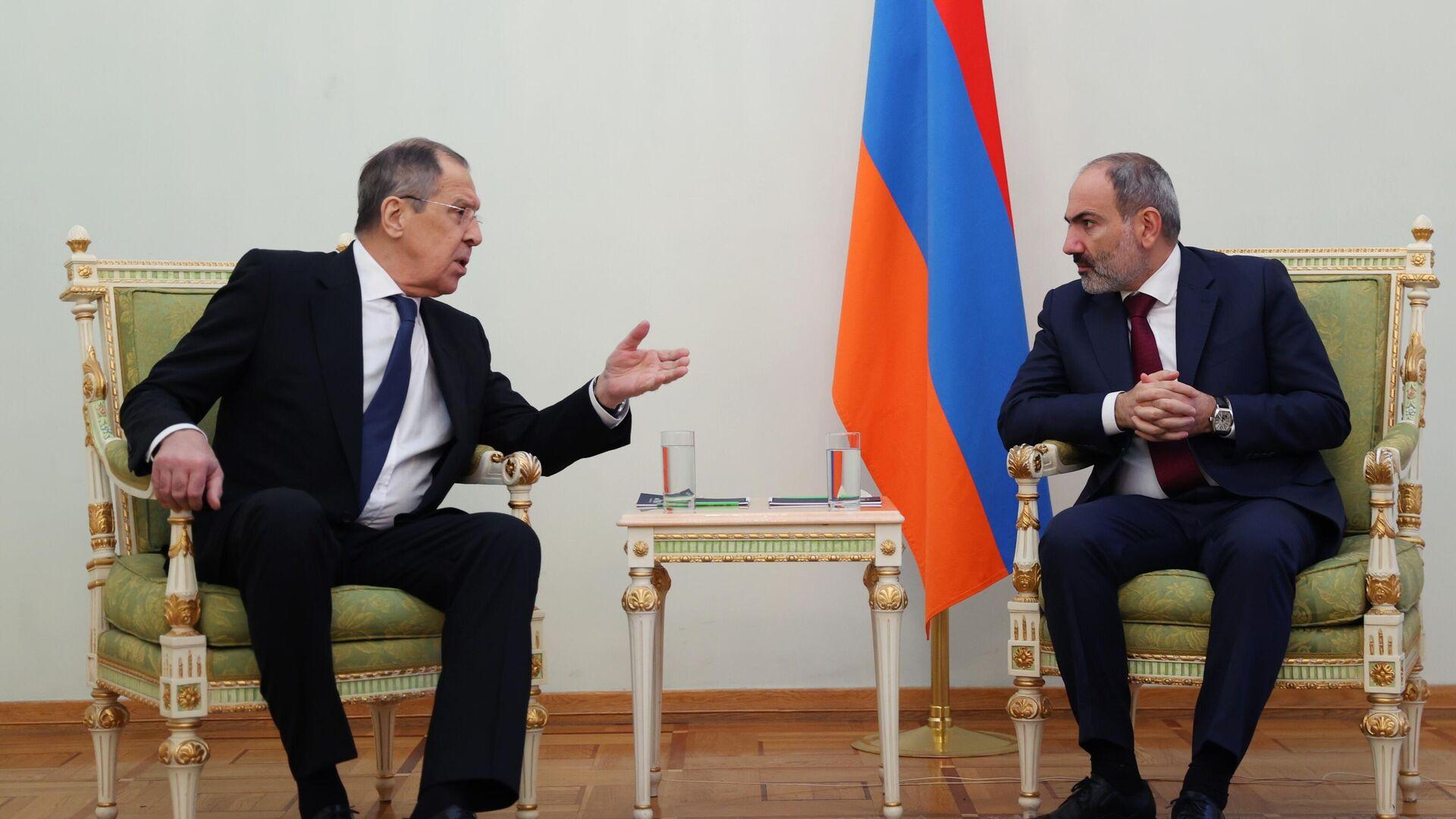 Canciller ruso, Serguéi Lavrov, y primer ministro interino de Armenia, Nikol Pashinián - Sputnik Mundo, 1920, 12.06.2021