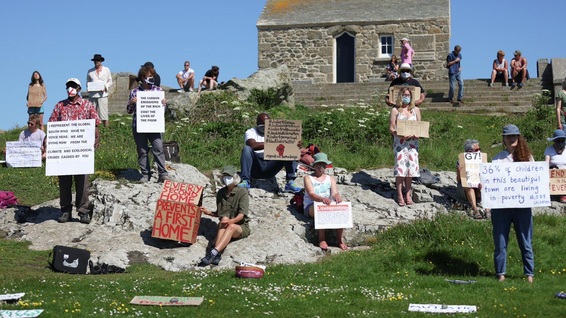 Una protesta contra la cumbre del G7 en Cornualles, el Reino Unido - Sputnik Mundo, 1920, 13.06.2021