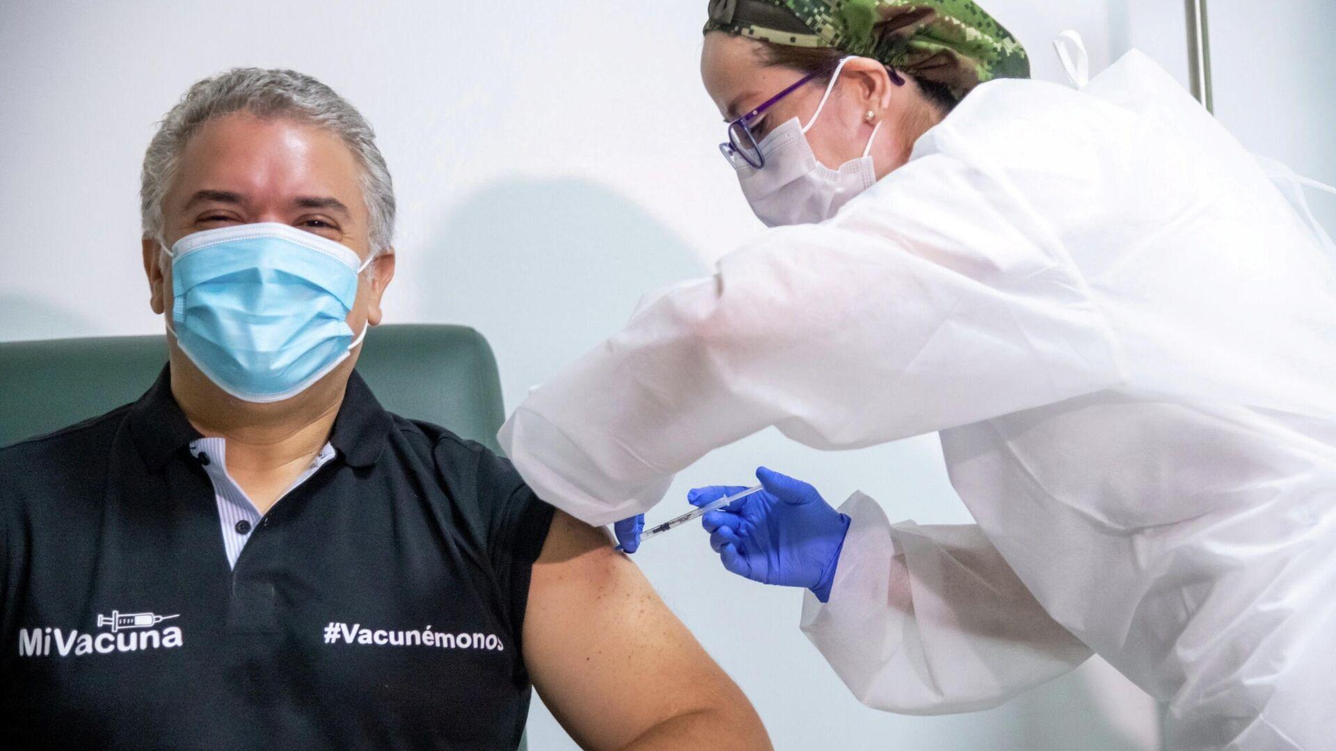 Iván Duque, presidente de Colombia recibe la vacuna contra el coronavirus - Sputnik Mundo, 1920, 13.06.2021