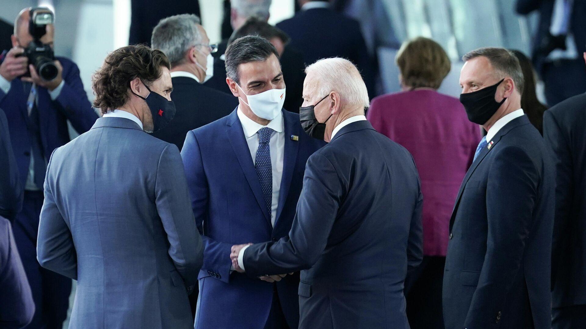 El presidente del Gobierno de España, Pedro Sánchez, con el presidente estadounidense, Joe Biden - Sputnik Mundo, 1920, 14.06.2021